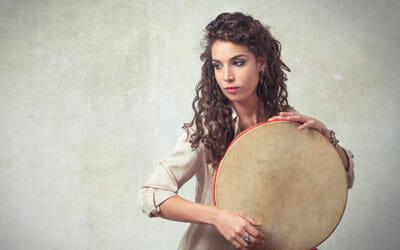 Fabia Zalvucci percussioni e canto popolare